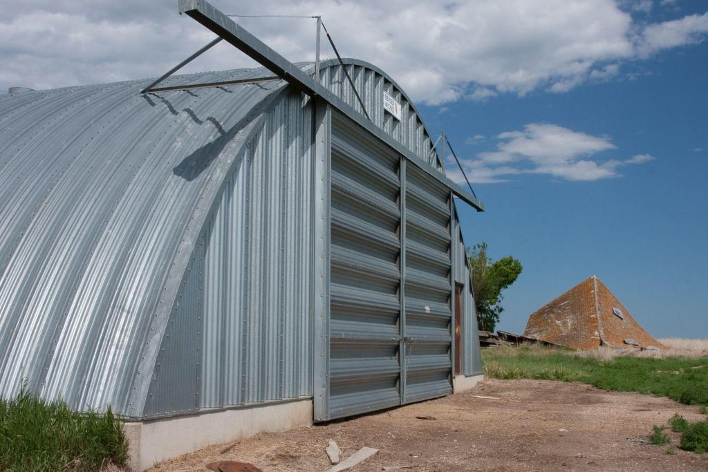 Quonset canada save on quonset hut steel buildings for Farm house construction